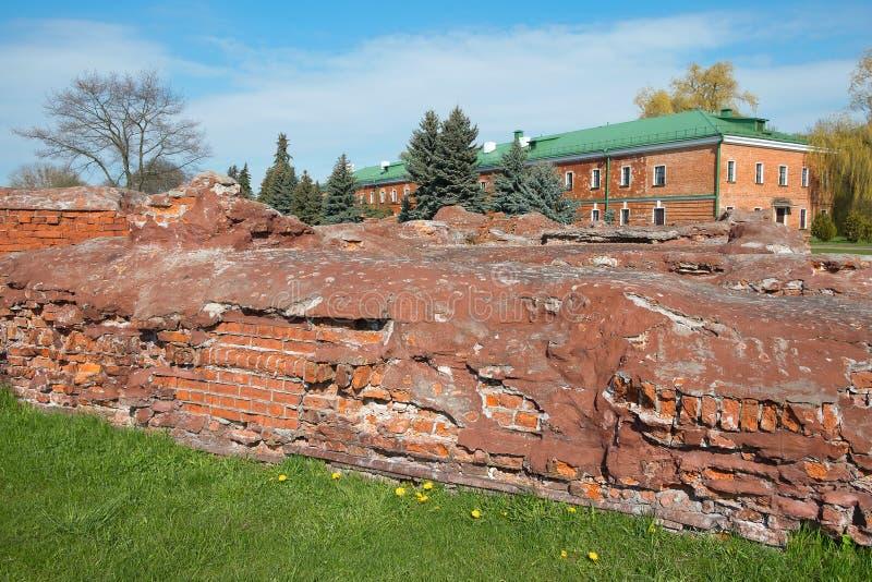 Fragment av de förstörda befästningarna av fästningen arkivfoto
