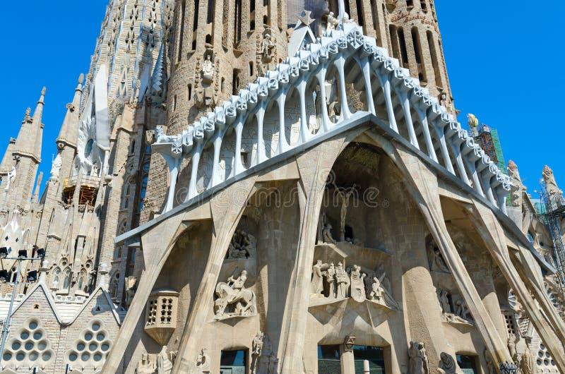 Fragment av den berömda Expiatory kyrkan av den heliga familjen Sagrada Familia, Barcelona, Spanien arkivfoton