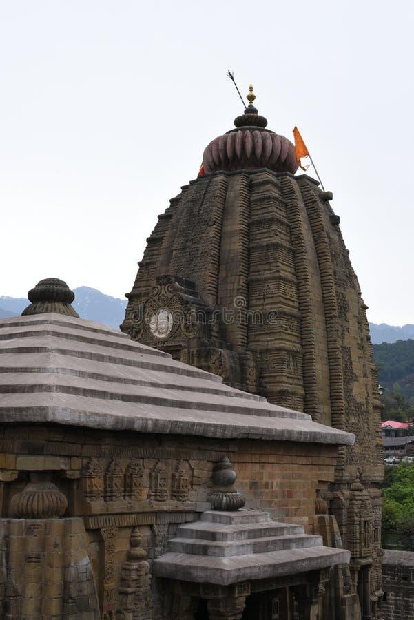 Fragment av den forntida Shiva templet på Baijnath, Himachal Pradesh, Indien arkivfoto