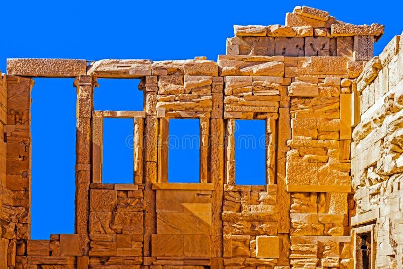 Fragment av den gamla templet av Athena arkivfoton
