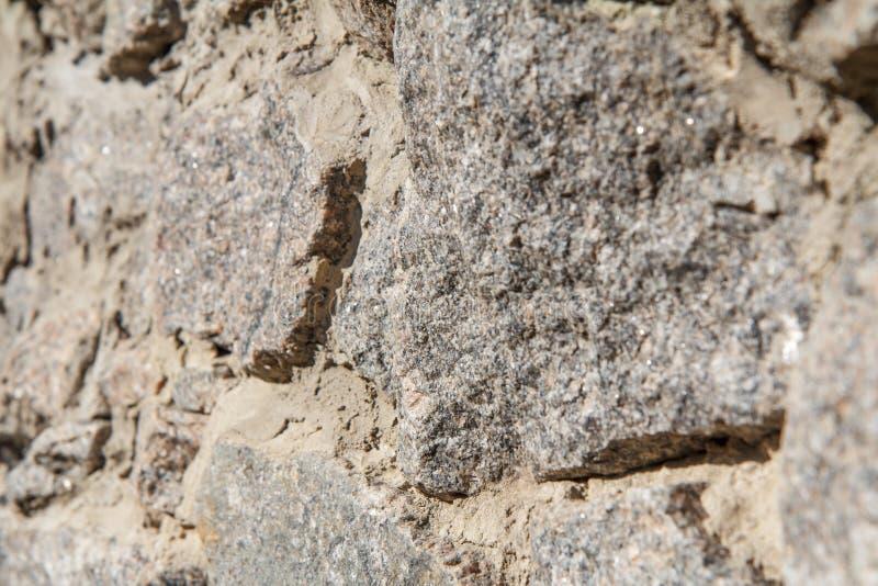 Fragment av den gråa stenväggen Slapp fokus royaltyfri foto