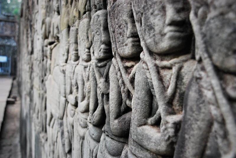 Fragment av den kambodjanska väggen i Angkor Wat royaltyfri foto