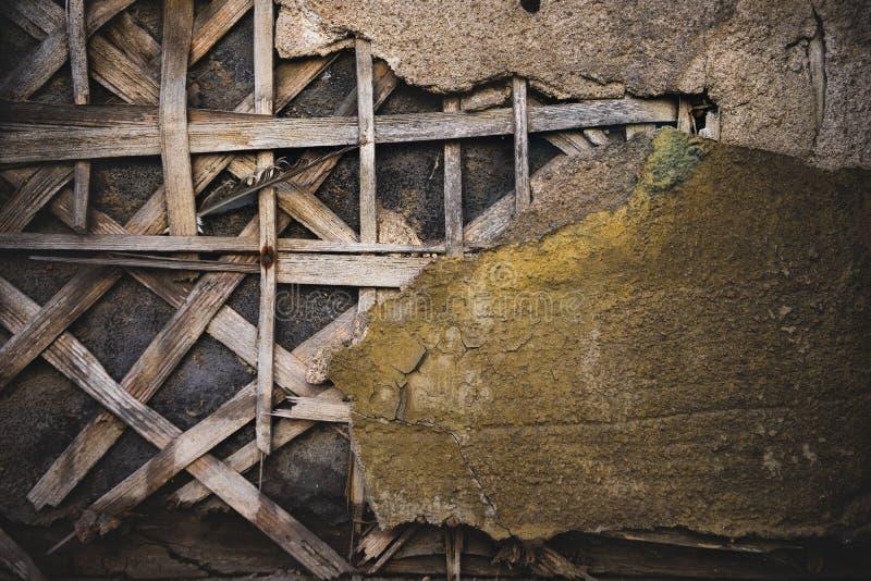 Fragment av en gammal vägg med murbruk royaltyfri foto