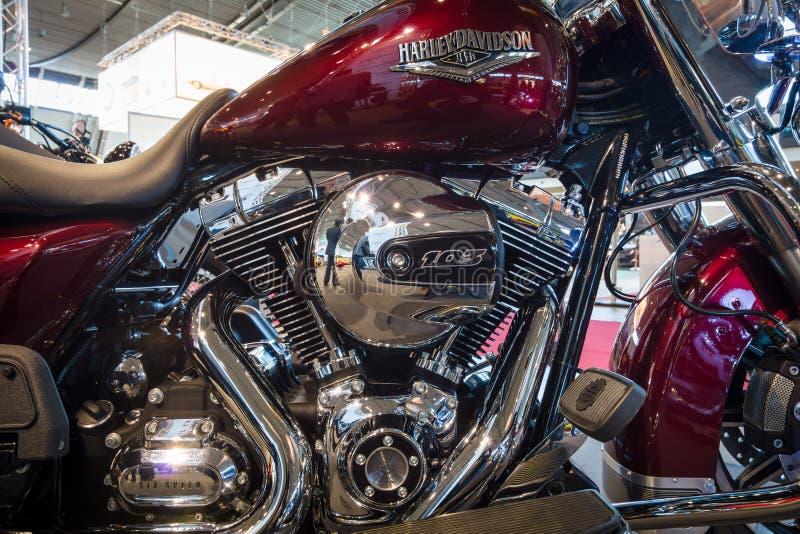 Fragment av en motorcykel Harley-Davidson Road King, 2016 arkivfoto
