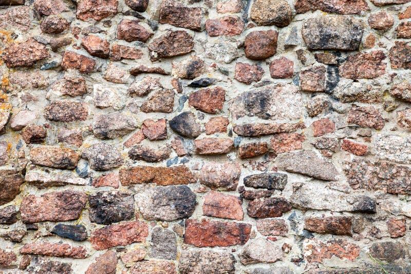 Fragment av en naturlig gammal stenvägg arkivbilder
