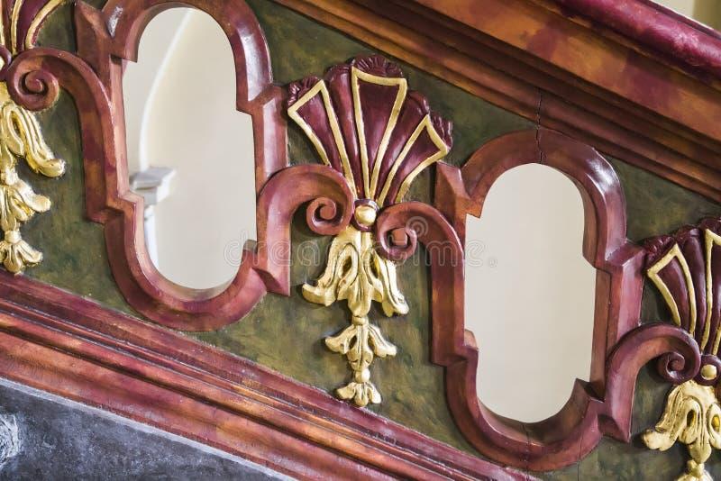Fragment av en trätrappuppgång royaltyfria foton