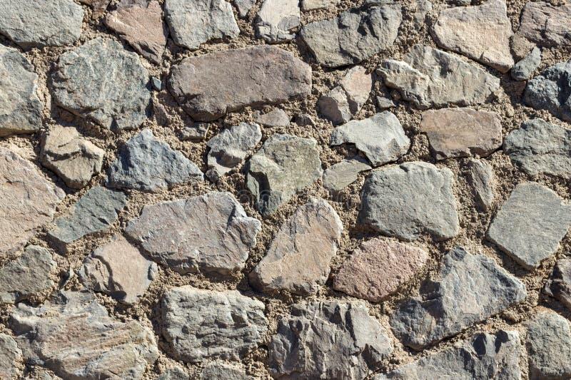 Fragment av en vägg från en kanstött sten Bakgrund eller textur för stenvägg royaltyfri bild