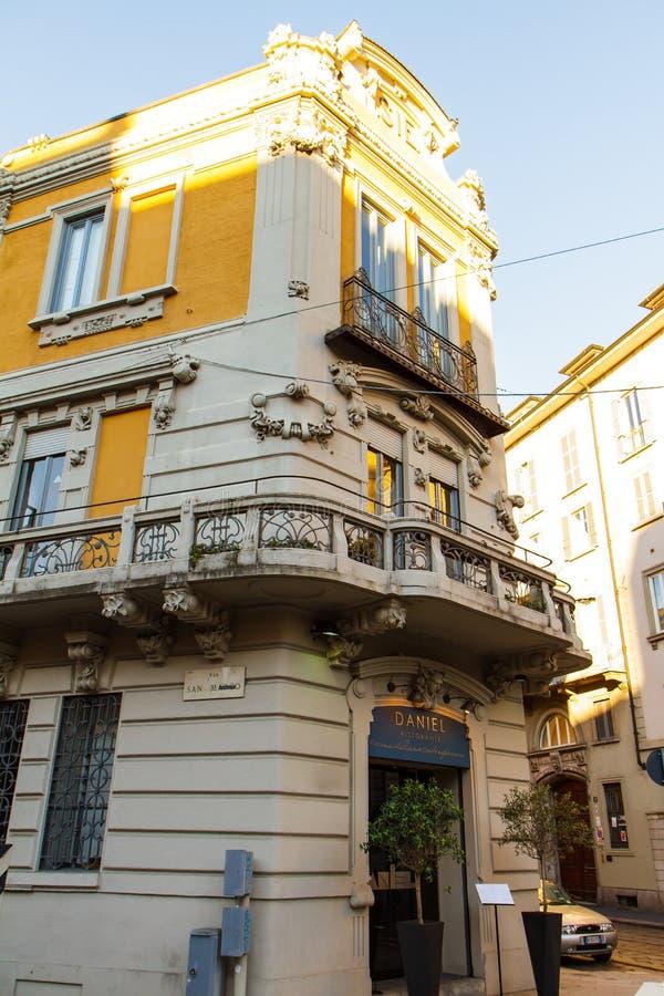 Fragment av ett gammalt hus i Milan Italien 05 05,2017 royaltyfria bilder