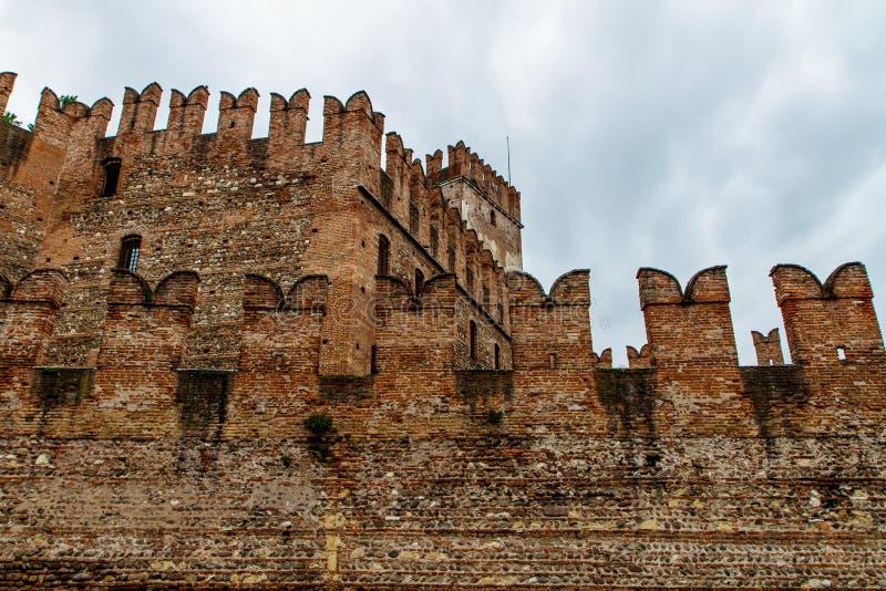 Fragment av fästningen i Verona Italien 07 05,2017 royaltyfri foto