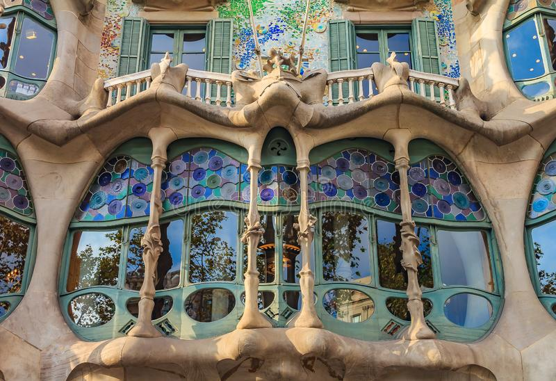 Fragment av fasaden av den berömda casaen Batllo, byggande desig royaltyfri bild