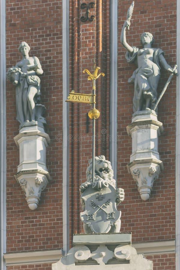 Fragment av fasaden av pormaskhuset i Riga royaltyfri foto