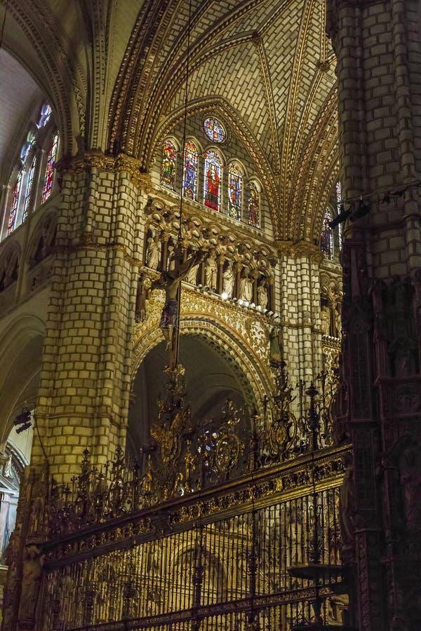 Fragment av inre av domkyrkan av Toledo arkivbilder