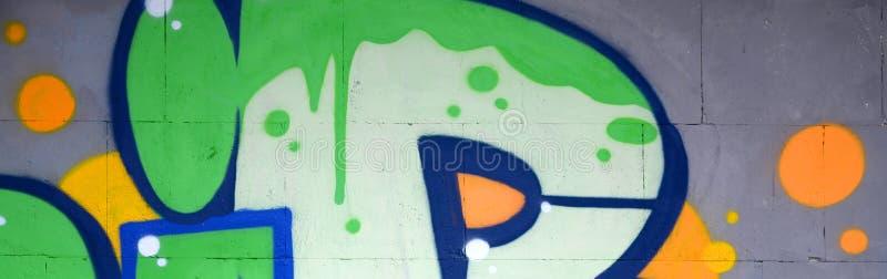 Fragment av kul?ra m?lningar f?r gatakonstgrafitti med konturer och upp skuggningsslut arkivbilder