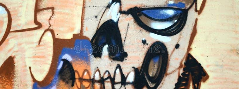 Fragment av kul?ra m?lningar f?r gatakonstgrafitti med konturer och upp skuggningsslut arkivfoton