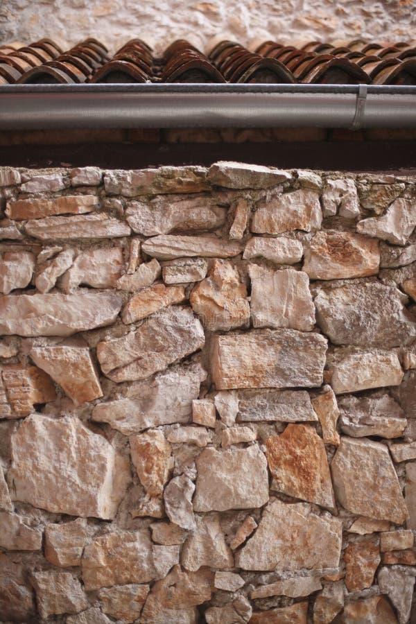 Fragment av stenväggen av huset arkivfoton