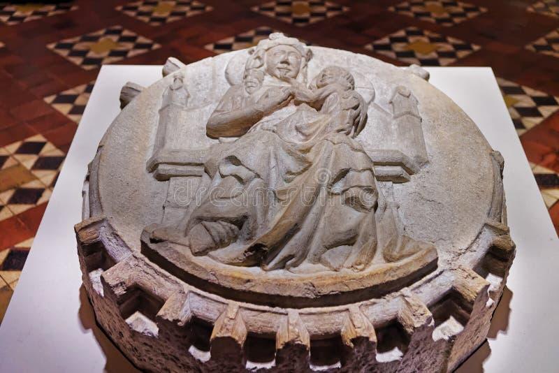 Fragment avec la sculpture au château de Malbork photos libres de droits