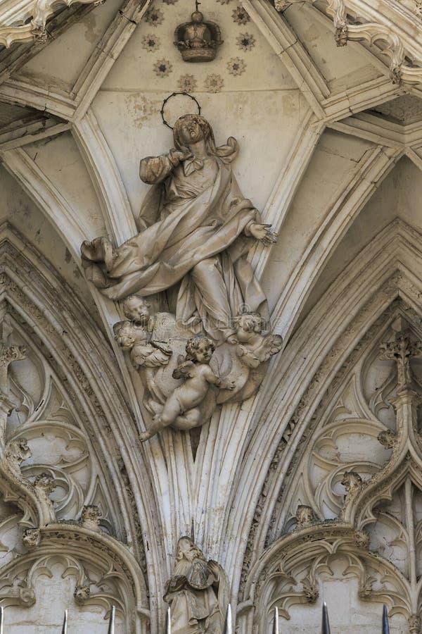 Fragment d'art de la porte des lions de Toledo Cathedral photographie stock