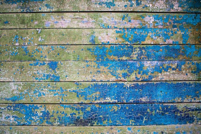 Fragment d'un vieux mur en bois multicolore peint Texture en bois Frontière de sécurité en bois Texture, fond Surface de mosaïque photos stock