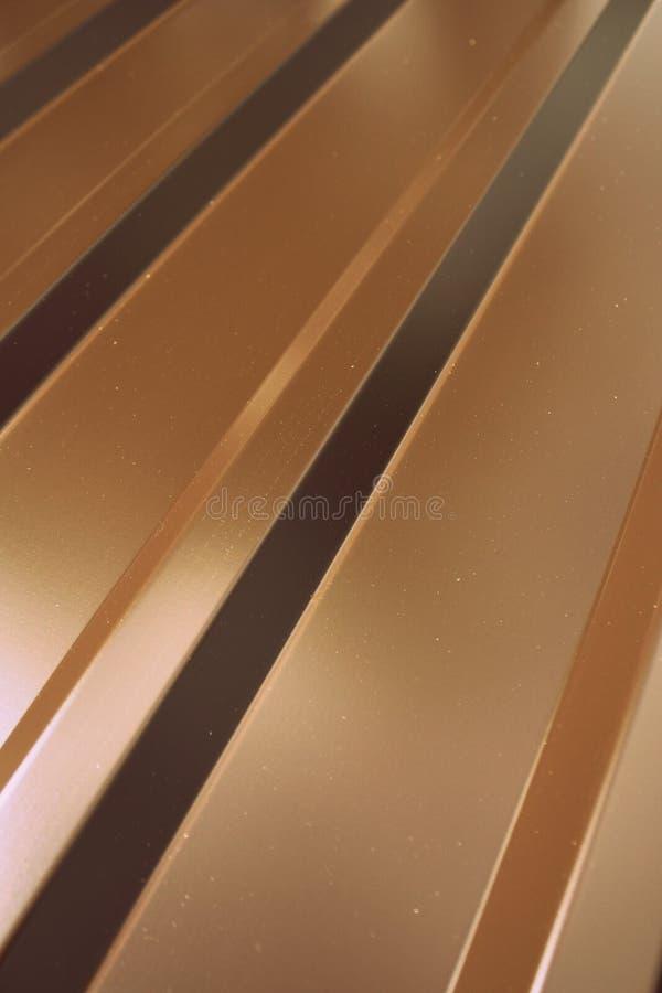 Fragment d'une bâche en métal pour un toit image stock