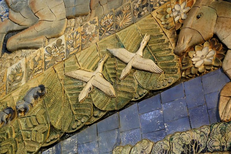 Fragment d'une mosaïque avec un complot évolutionnaire du musée paléontologique de Moscou 1er décembre 2018 images libres de droits