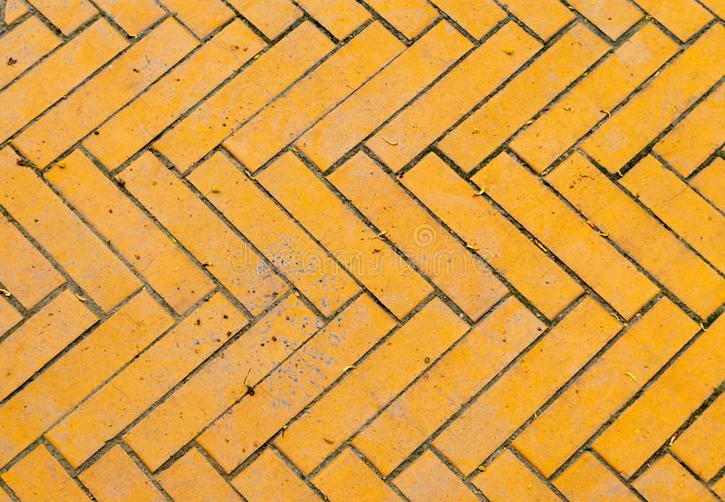 Fragment d'une vieille route de briques jaunes photo libre de droits