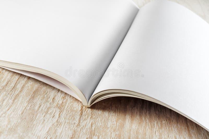 Fragment de brochure vide images libres de droits