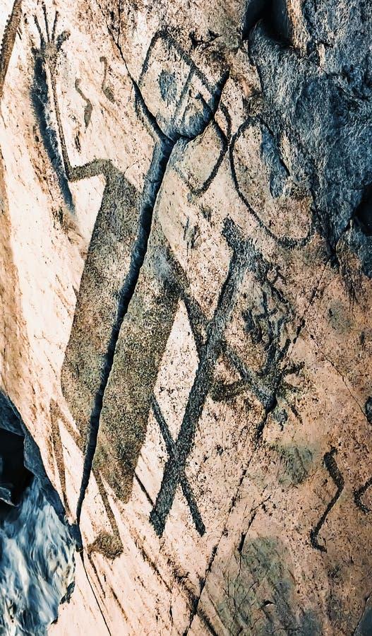 Fragment de chiffre de pétroglyphes d'Onega de démon images stock