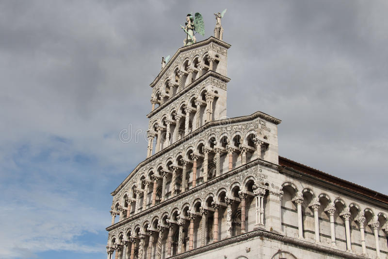 Download Fragment De Façade De San Michele In Foro Église Médiévale Lucques L'Italie Photo éditorial - Image du italie, landmark: 87700206