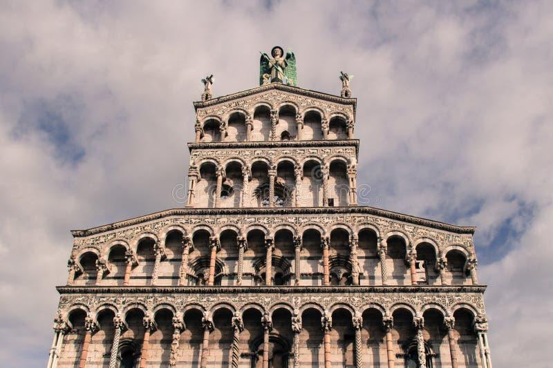 Download Fragment De Façade De San Michele In Foro Église Médiévale Lucques L'Italie Photo éditorial - Image du attraction, médiéval: 87700231