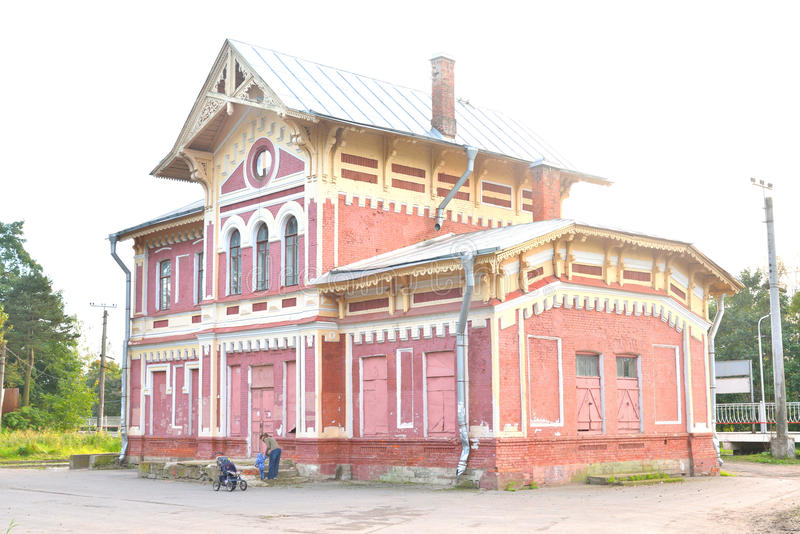 Fragment de gare ferroviaire de bâtiment photographie stock