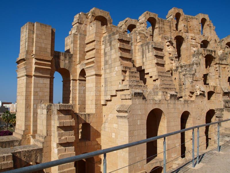 Fragment de l'amphithéâtre romain antique en EL Jem en Tunisie photos stock