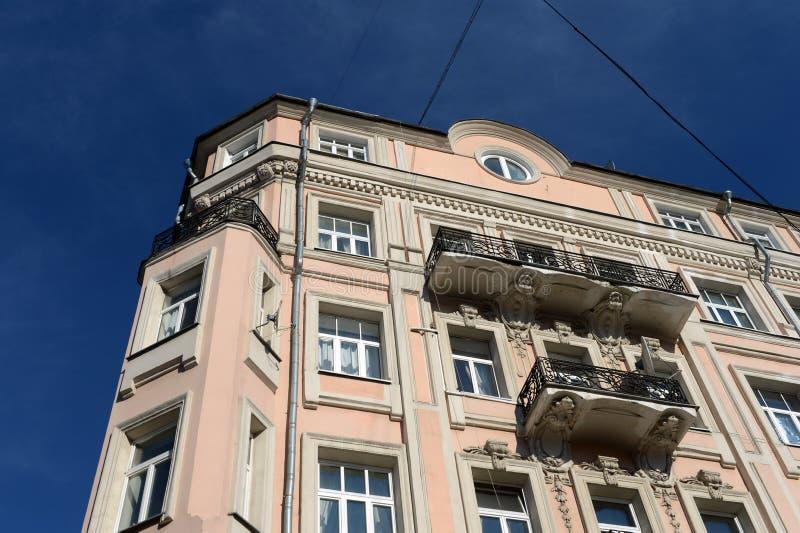 Fragment de l'ancienne maison rentable I Korovin dans la ruelle Sivtsev Vrazhek au centre de Moscou photos stock