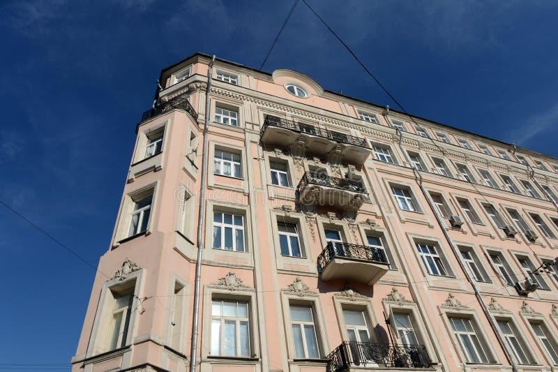 Fragment de l'ancienne maison rentable I Korovin dans la ruelle Sivtsev Vrazhek au centre de Moscou photos libres de droits