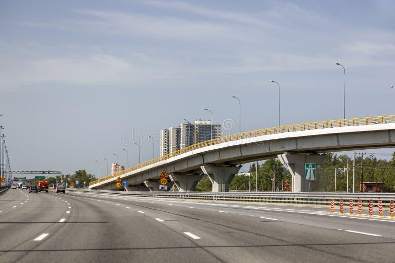 Fragment de l'autoroute d'E 105 à St Petersburg images libres de droits