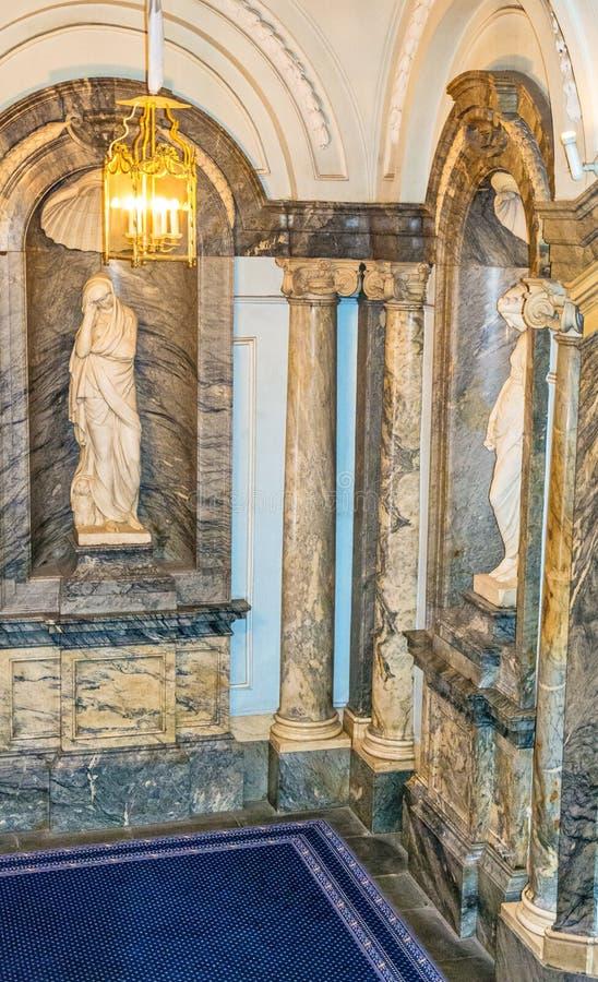 Fragment de l'escalier grand du palais de marbre photo libre de droits