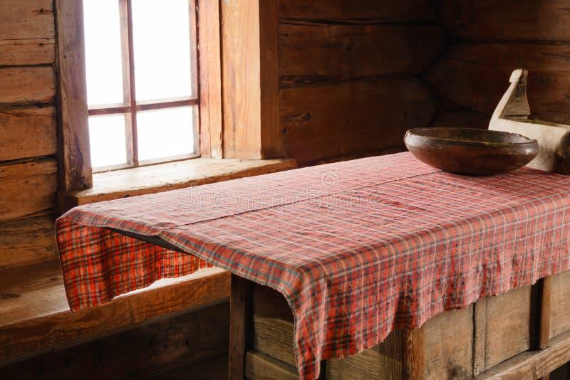 Fragment de l'intérieur d'une vieille hutte rurale images libres de droits