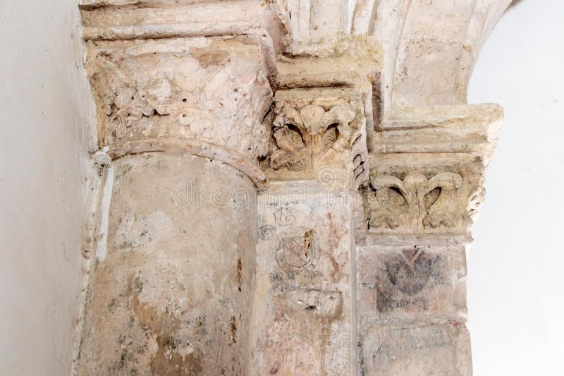 Fragment de la colonne avec le timbre de l'architecte dans la chambre du dernier dîner à Jérusalem, Israël image libre de droits