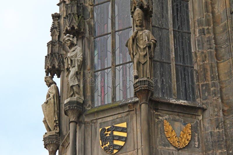 Fragment de la façade de vieux hôtel de ville à Prague photographie stock