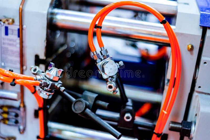 Fragment de la machine de moulage par injection photos stock