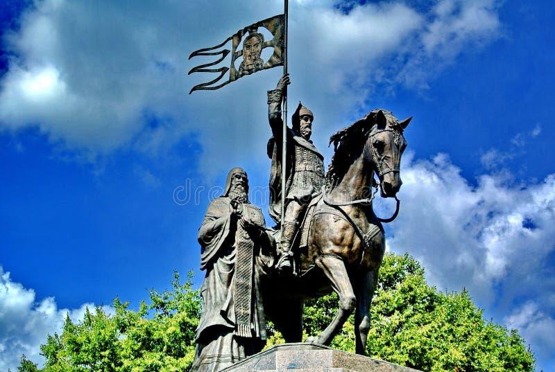 Fragment de la sculpture du baptiste du prince Vladimir et ` sacré de ` de terre de Fedor closeup Ville de Vladimir photographie stock