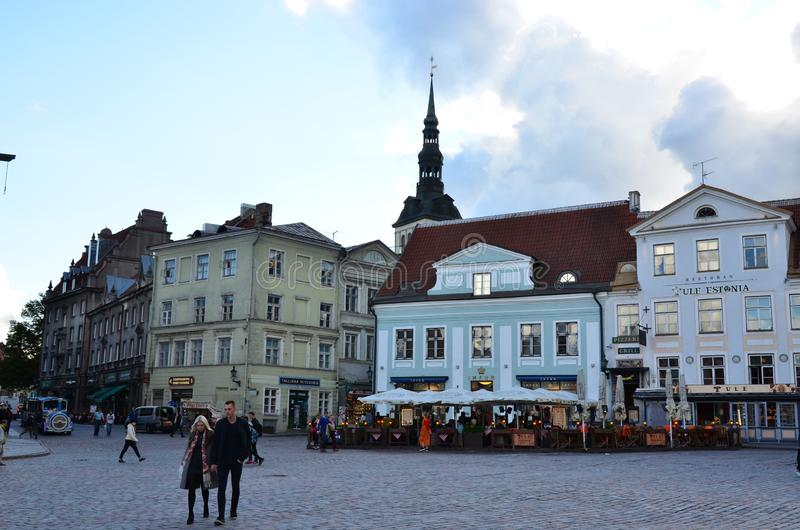 Fragment de la vieille ville Hall Square - la partie antique de Tallinn photos stock