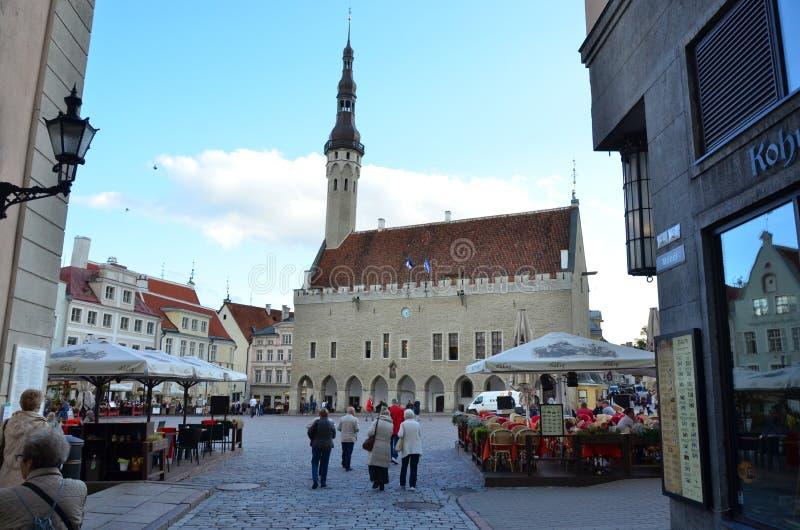 Fragment de la vieille ville Hall Square - la partie antique de Tallinn images stock