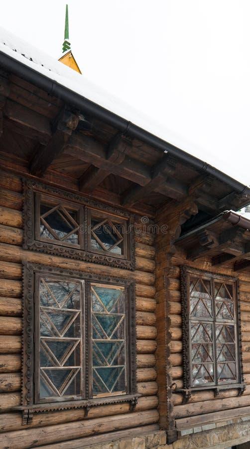 Fragment de maison en bois de pays image libre de droits