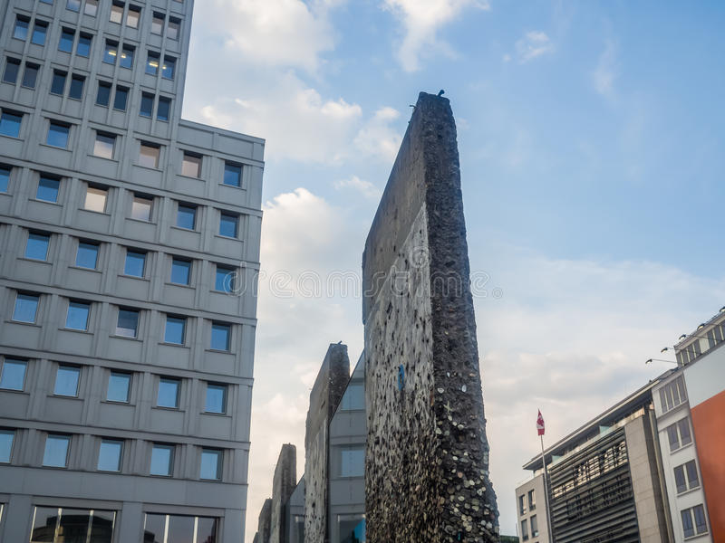 Fragment de mur de Berlin chez Potsdamer Platz photo stock