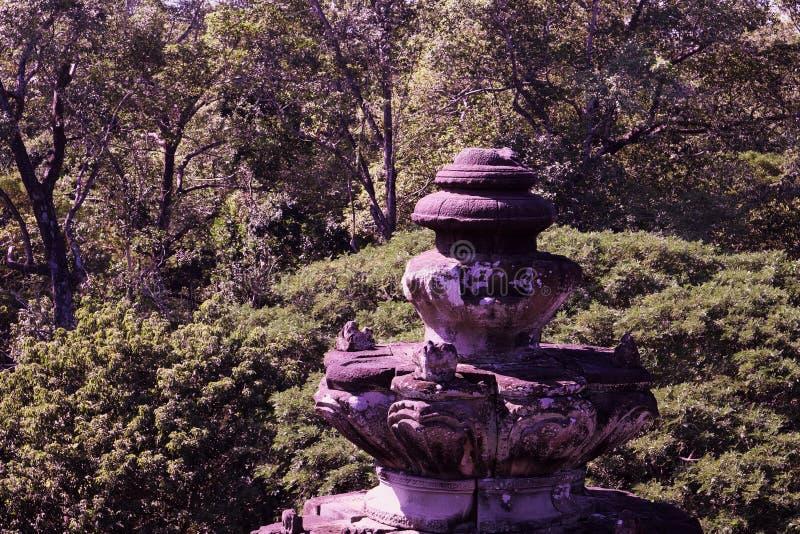Fragment de vieille décoration architecturale en pierre Le style architectural de Kambujadesh photo libre de droits
