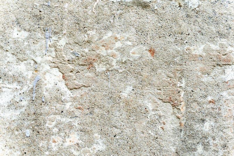 Fragment der alten Wand mit dem Verfallen und weg vom Gips gefallen lizenzfreies stockbild