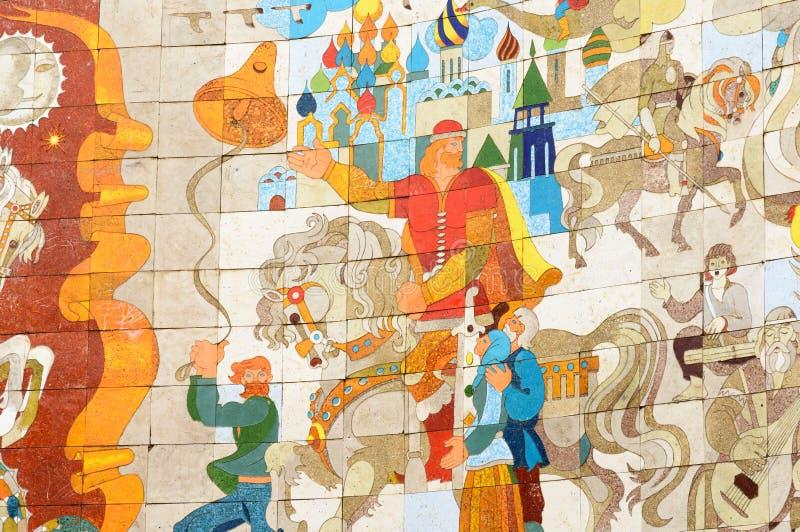 Fragment der Dekoration der Freundschafts-Völker wölben sich auf Querpass der georgischen Militärlandstraße stockbilder