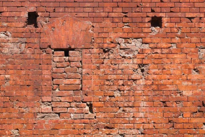 Fragment der Festungsmauer mit Embrasure lizenzfreie stockfotografie