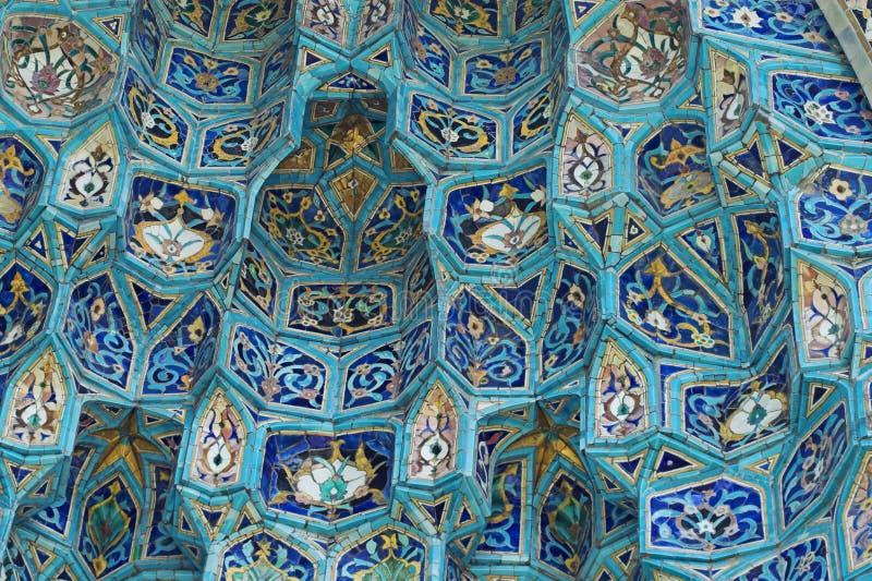 Fragment der mit Ziegeln gedeckten Wand stockfotografie