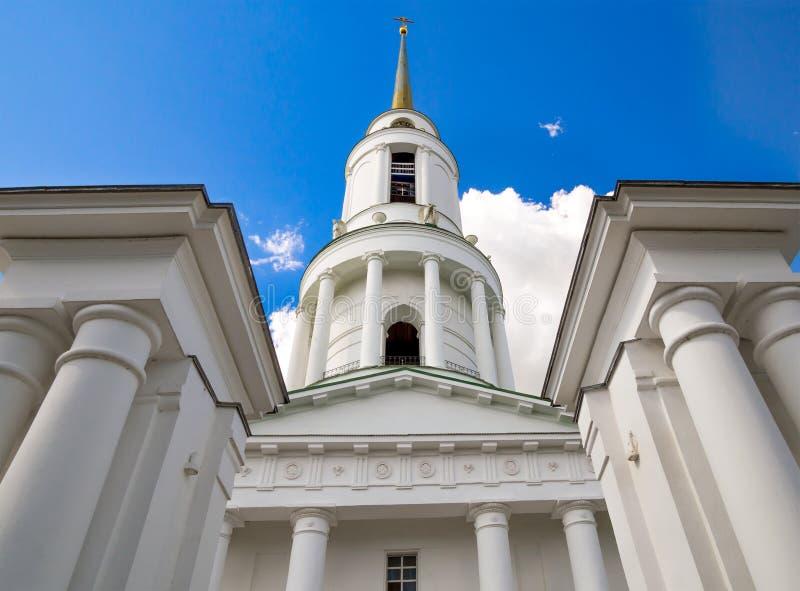 Fragment der Torkirche mit einem Glockenturm, Zadonsky-Mutter des Gottkomplexes, Zadonsk stockfotografie